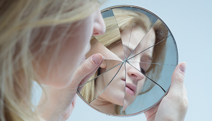 woman-looking-in-broken-mirror700-1